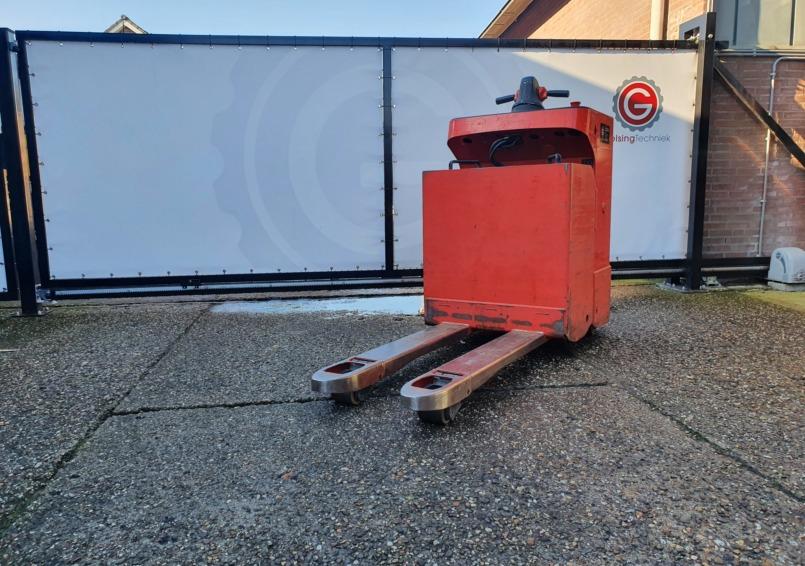 Foto 1: Linde T20SF elektrische meerijdt pallettruck